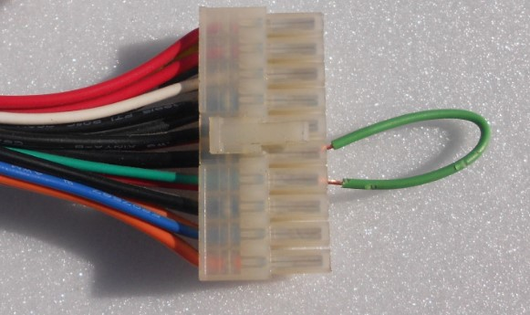 замыкание зелёного и чёрного провода -проверка блока питания